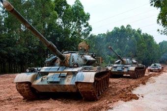 老司机训练营开课!陆军某部考核59D坦克驾驶