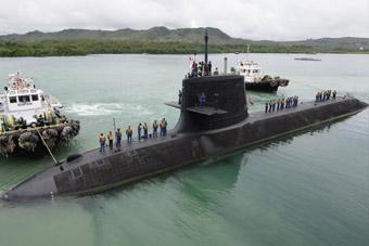 日本海自苍龙级潜艇现身关岛 和美军热情互动
