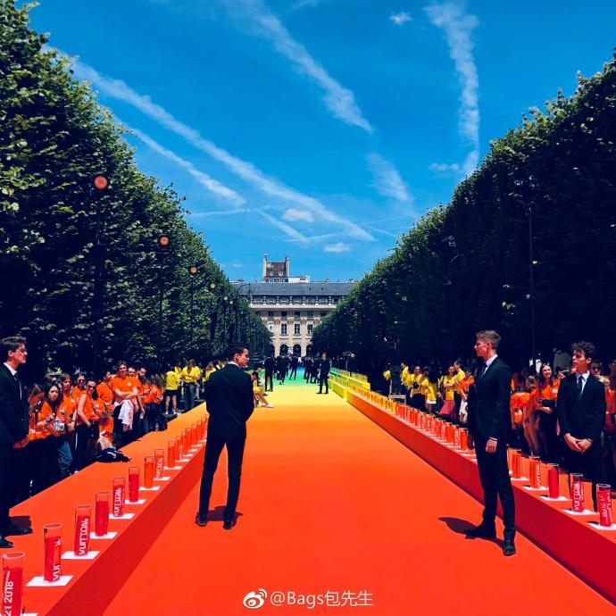 刘昊然、井柏然出席LouisVuitton 路易威登2019春夏男士 满眼塑料感