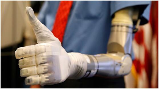 """科学家发明电子""""皮肤""""可使假肢手获得触觉"""