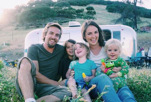美国五口之家驾驶房车环球全美 体验旅居生活