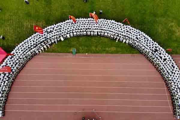 超长毕业照亮相中南大学毕业典礼