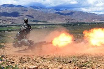 我西藏军区步兵亮出重火力 高射机枪对地扫射