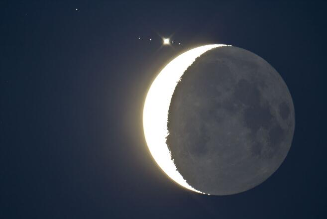 """23日晚到24日凌晨上演""""木星合月"""""""