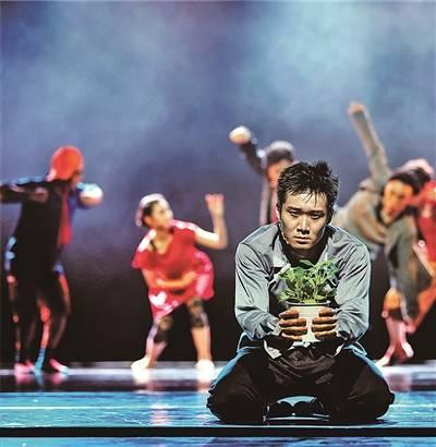 现代舞剧《我》展现多面人生
