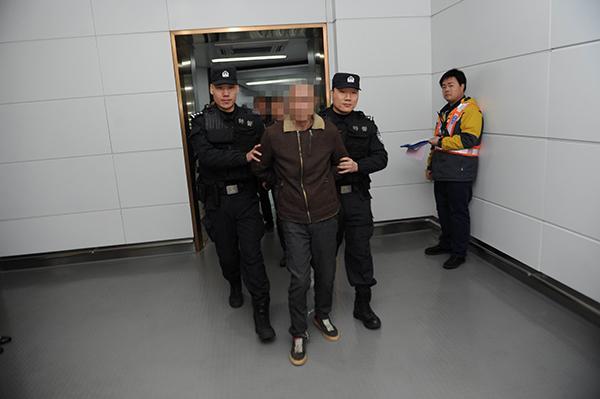 警方破获跨国运毒案:毒贩曾打警方电话刺探消息