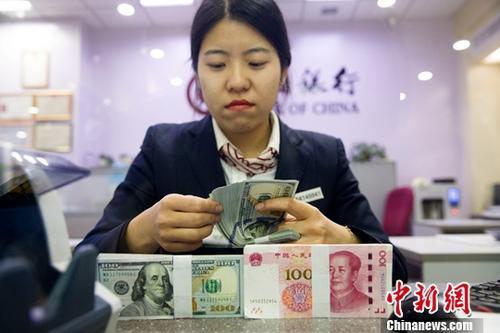 人民币对美元中间价周跌近500个基点 专家称非长期趋势