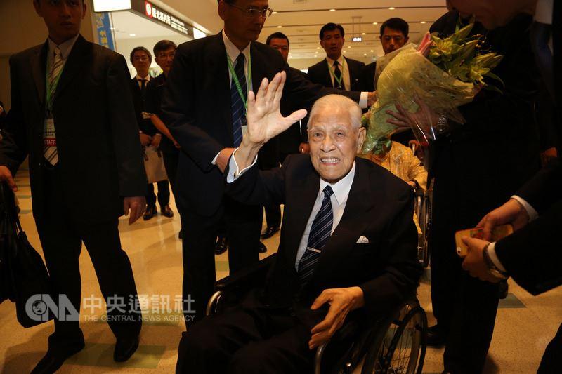 刚刚,李登辉坐着轮椅抵达日本,会和安倍见面吗?
