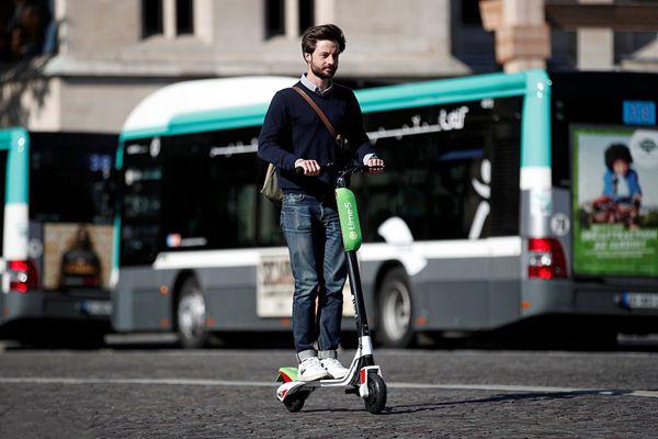 受共享单车启发?巴黎街头出现共享电动滑板车