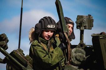 俄军坦克女兵部队训练曝光 颜值与战斗力成正比