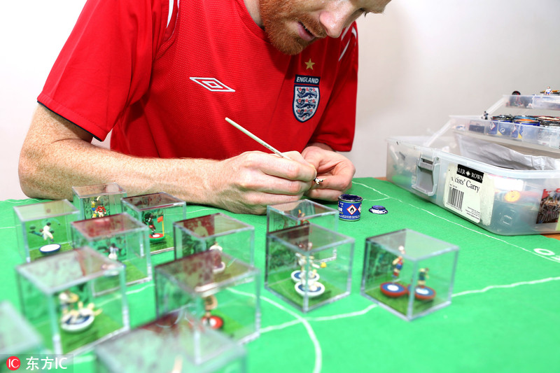 外国球迷打造微缩艺术品 向世界杯经典时刻致敬