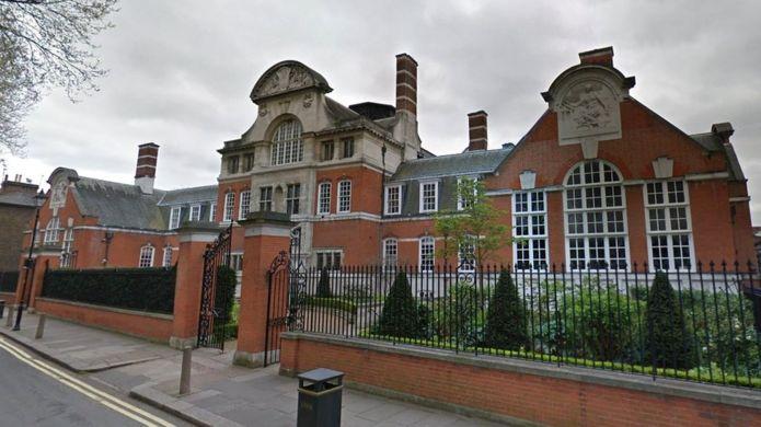 """伦敦贵族学校让孩子""""体验贫困""""吃烤土豆和水果,网友:怕是对贫困有什么误解!"""