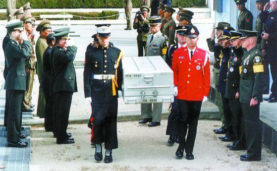 美军将100副木棺送至朝韩边境 准备接收士兵遗骸