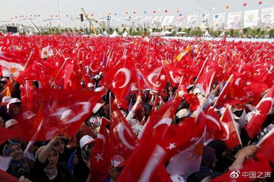 土耳其今天选总统终结百年议会制 直升机、装甲车保安全