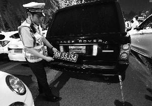 民警一小时查获三辆套牌车 一驾驶员面临20日行拘