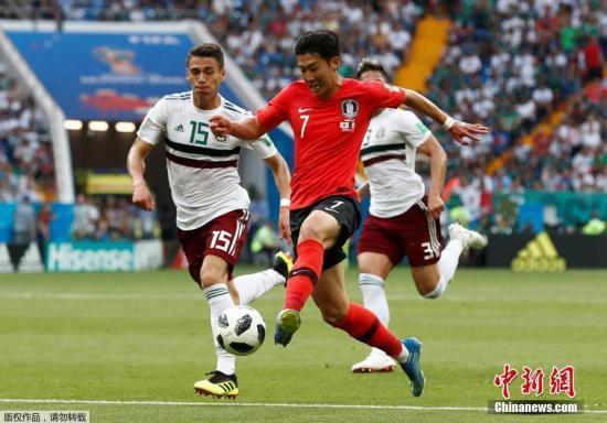 韩国总统文在寅到场为韩国队加油 韩国队1:2告负
