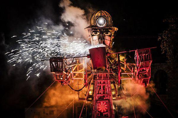 英国有史以来最大机械木偶亮相 造型炫酷