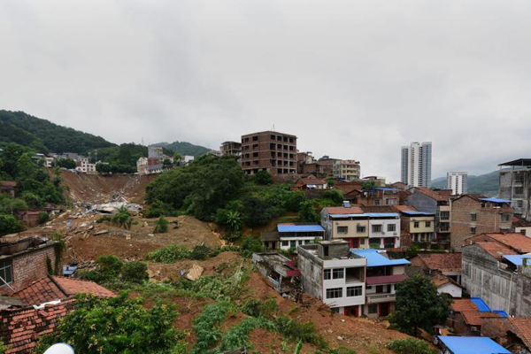 广西田林遭暴雨袭击 20栋房屋倒塌