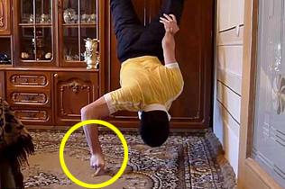 炫技!亚美尼亚健身达人仅靠两根手指做俯卧撑