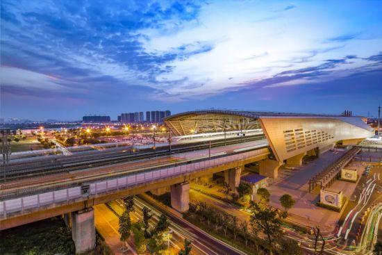 中国超级高铁要来了!试验速度将超音速 达1500公里