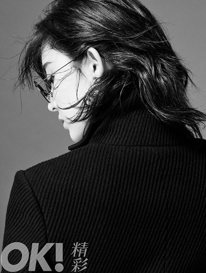 娜扎时尚大片魅力十足 黑白光影重燃默片风姿