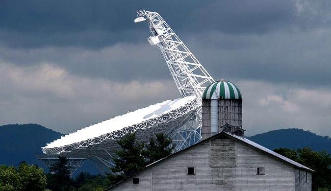 """实拍美国绿岸射电望远镜基地 禁用手机和wifi成""""最安静小镇"""