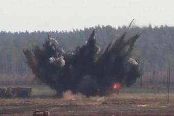 空地协同!美军士兵引导战机在俄邻国投弹