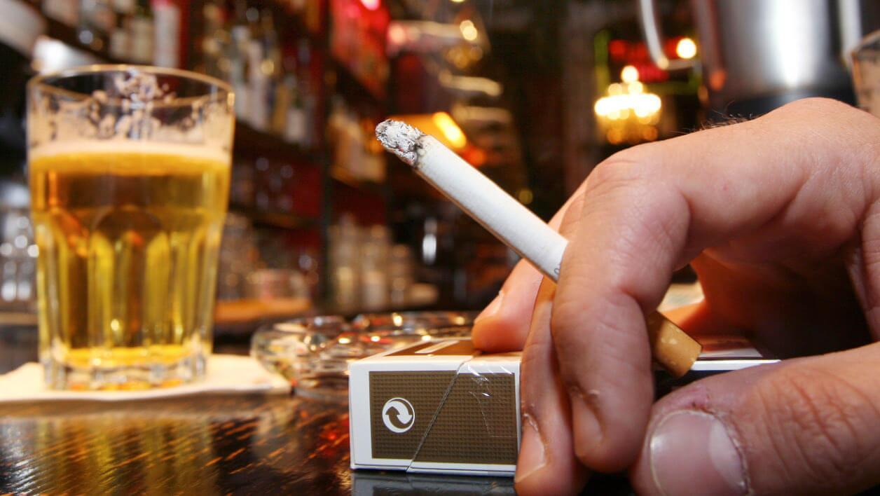 戒烟戒酒注意饮食 四成癌症病例可被避免