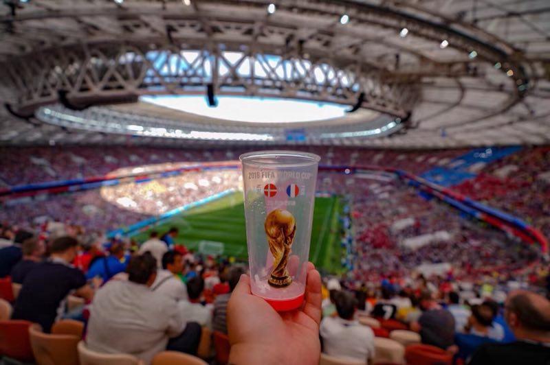 花絮:法国丹麦携手出线 赛场内外一团和气