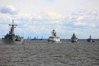054A舰参加波兰海军百年阅兵 位列编队第2艘