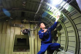 空警200预警机机舱内部罕见曝光