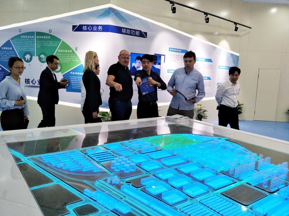 河北好望角物流發展公司董事長攜歐洲商貿企業一行到冀中南智能港考察參觀