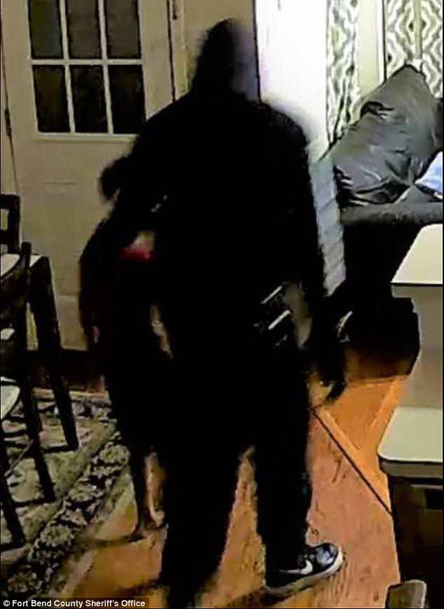美3名劫匪入室盗窃 折磨7岁男孩说出家中财物