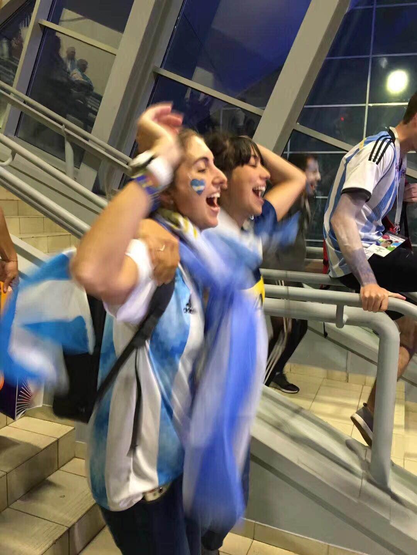 """组图:惊险晋级!阿根廷球迷经历""""绝处逢生"""" 沸腾欢庆"""