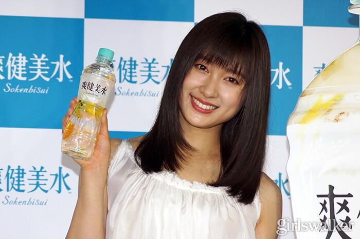 组图:演员土屋太凤出席广告活动 现场传授美丽秘诀