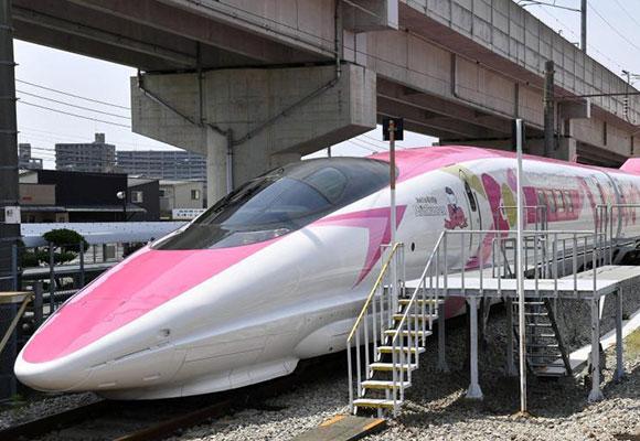 """少女心爆棚!日本""""Hello Kitty""""主题列车亮相"""