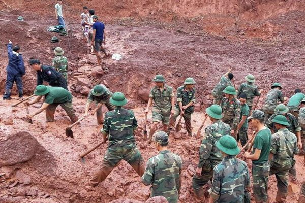 越南北部省遭洪水和山体滑坡 致7人死12人失踪
