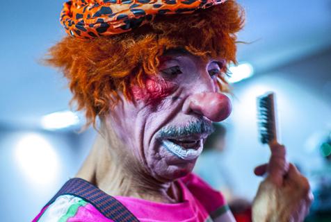 巴西圣保罗的小丑日常:夸张造型粉墨登场