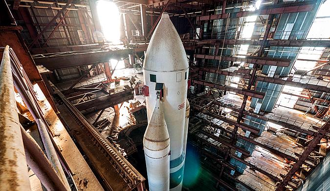 """曾是骄傲的重型火箭 如今荒废数十年只能""""吃土"""""""