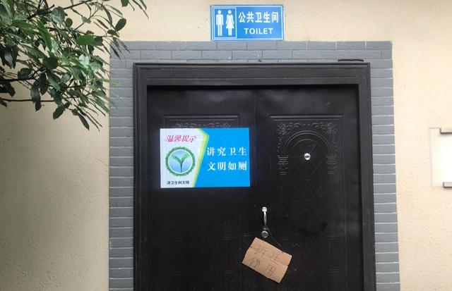 """郑州一""""豪华公厕""""花20万建成 刚开放就要拆"""