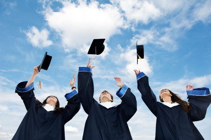 高等教育学历认证费下月取消 认证十年大幅减少假学历