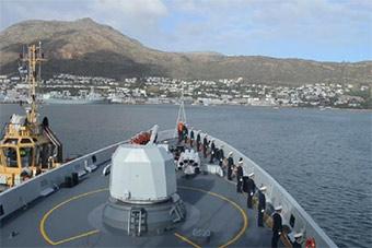 中国海军编队抵达开普敦对南非进行访问