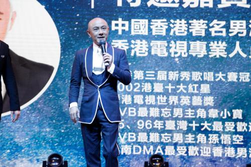 张卫健现身鹿角戏品牌战略升级发布会现场 为好友站台