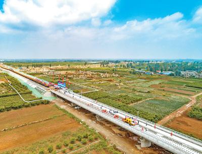 沂蒙老区首条高铁开始铺轨