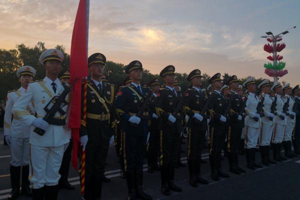 解放军仪仗队在白俄罗斯参加独立日阅兵彩排