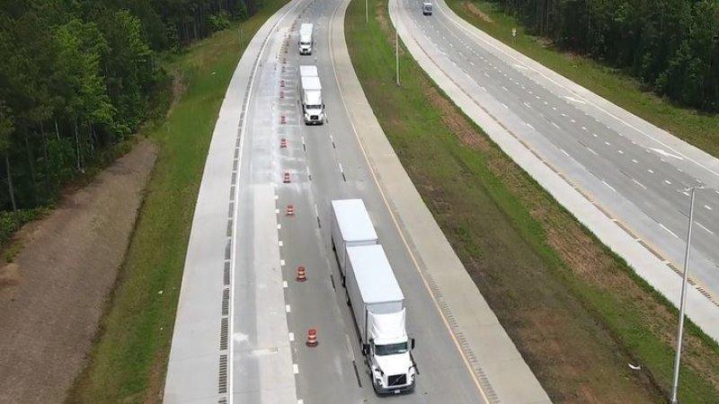 沃尔沃/联邦快递在美路测无人驾驶队列技术 安全又省油