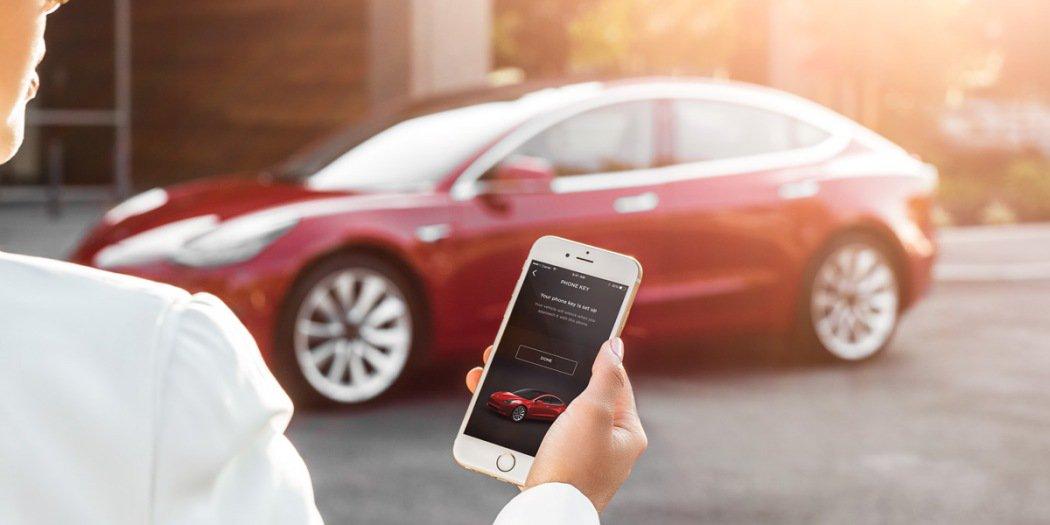 """特斯拉Model 3升级 支持""""召唤""""功能/车厢过热保护"""