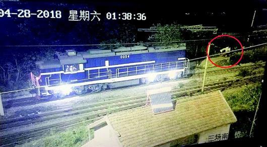 铁路货场物资被盗警用无人机锁定飞贼 保安竟是内鬼