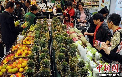 """医师称台湾人""""每年喝1铝罐农药"""" 台官员驳斥"""