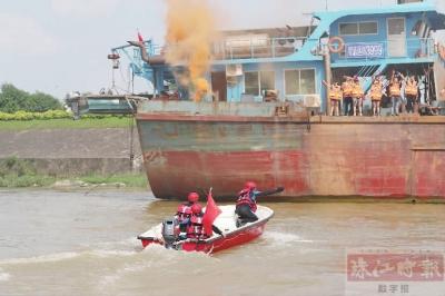 无人机投放物资直升机救出伤员